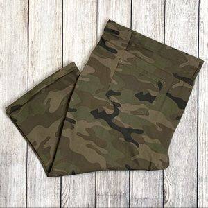 Terra & Sky Camouflage Mid-Rise Fitted Capri Pants